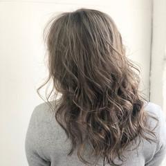 ミルクティーグレージュ ストリート ハイトーン セミロング ヘアスタイルや髪型の写真・画像