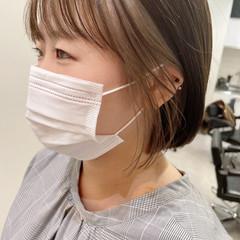 韓国風ヘアー インナーカラーグレージュ 切りっぱなしボブ ナチュラル ヘアスタイルや髪型の写真・画像