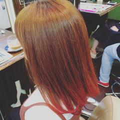 ミディアム ピンク グラデーションカラー レッド ヘアスタイルや髪型の写真・画像