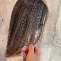 セミロング 最新トリートメント バレイヤージュ グレージュ ヘアスタイルや髪型の写真・画像