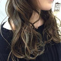 イルミナカラー ハイライト アッシュ ストリート ヘアスタイルや髪型の写真・画像