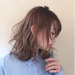 大人女子 小顔 フェミニン ミルクティー ヘアスタイルや髪型の写真・画像