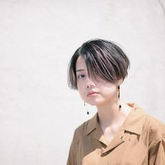 センターパート 3Dハイライト バレイヤージュ 外国人風カラー ヘアスタイルや髪型の写真・画像