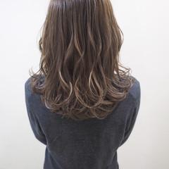 セミロング アッシュベージュ ナチュラル 透明感 ヘアスタイルや髪型の写真・画像