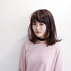 バレイヤージュ ロブ ストリート ミディアム ヘアスタイルや髪型の写真・画像