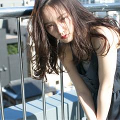 暗髪 大人かわいい ハイライト パーマ ヘアスタイルや髪型の写真・画像