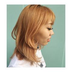 ミディアム オレンジ オレンジベージュ ストリート ヘアスタイルや髪型の写真・画像