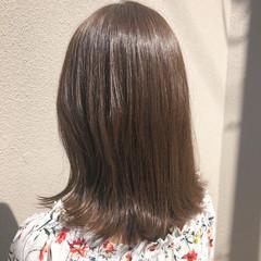 グレージュ セミロング デート 大人かわいい ヘアスタイルや髪型の写真・画像