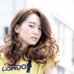外国人風 アッシュ パーマ ロング ヘアスタイルや髪型の写真・画像