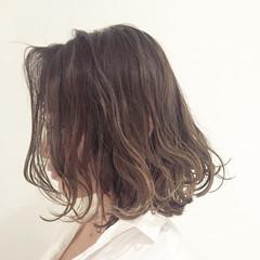 ミディアム ロブ ハイライト 外国人風カラー ヘアスタイルや髪型の写真・画像