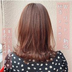 オレンジ ミディアム ガーリー インナーカラー ヘアスタイルや髪型の写真・画像