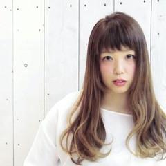リラックス 前髪あり 透明感 ロング ヘアスタイルや髪型の写真・画像
