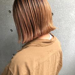 ボブ ブリーチカラー 外ハネボブ 切りっぱなしボブ ヘアスタイルや髪型の写真・画像