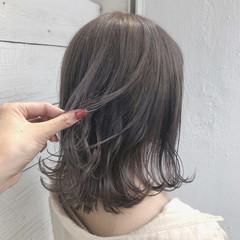 ブリーチ必須 アッシュグレージュ 透明感カラー ミディアム ヘアスタイルや髪型の写真・画像