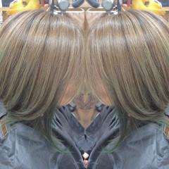 カーキ カーキアッシュ カラートリートメント ストリート ヘアスタイルや髪型の写真・画像