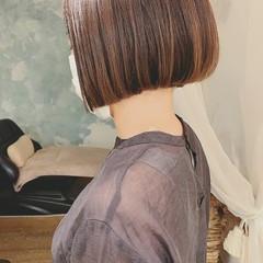 グレージュ ミニボブ フェミニン ショートボブ ヘアスタイルや髪型の写真・画像