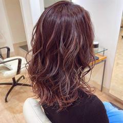 ブリーチ ハイライト ピンク 大人ハイライト ヘアスタイルや髪型の写真・画像