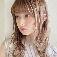 ヌーディベージュ セミロング ナチュラル アンニュイほつれヘア ヘアスタイルや髪型の写真・画像