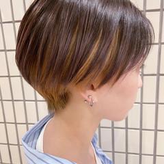ショートヘア ナチュラル インナーカラー 大人ショート ヘアスタイルや髪型の写真・画像