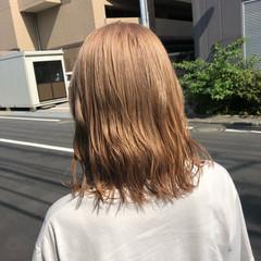ミルクティーブラウン ミディアム ハイトーンカラー ガーリー ヘアスタイルや髪型の写真・画像