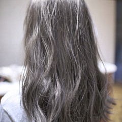 外国人風 ハイライト 大人かわいい 暗髪 ヘアスタイルや髪型の写真・画像
