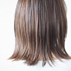 切りっぱなしボブ ナチュラル グレージュ 大人ハイライト ヘアスタイルや髪型の写真・画像