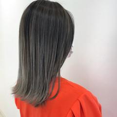ブリーチカラー ハイライト バレイヤージュ ストリート ヘアスタイルや髪型の写真・画像