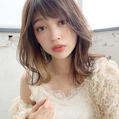 ミディアム おフェロ フェミニン ひし形シルエット ヘアスタイルや髪型の写真・画像