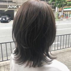 レイヤースタイル ナチュラル グレージュ アッシュグレージュ ヘアスタイルや髪型の写真・画像