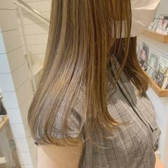 ロング 透明感 グレージュ ナチュラル ヘアスタイルや髪型の写真・画像