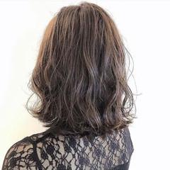 波ウェーブ イルミナカラー フェミニン ミディアム ヘアスタイルや髪型の写真・画像