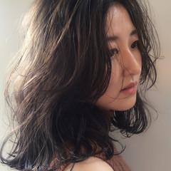 ミディアム ロブ ナチュラル 暗髪 ヘアスタイルや髪型の写真・画像