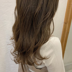 アッシュベージュ ロング ベージュ ガーリー ヘアスタイルや髪型の写真・画像