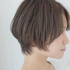 簡単ヘアアレンジ ショート グレージュ ナチュラル ヘアスタイルや髪型の写真・画像