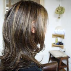 外国人風カラー アッシュ ハイライト ロング ヘアスタイルや髪型の写真・画像
