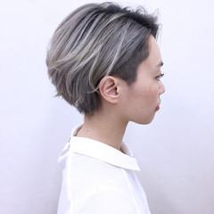ショート ホワイト ハイトーン グラデーションカラー ヘアスタイルや髪型の写真・画像