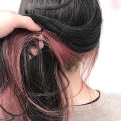 セミロング インナーカラー ピンク ストリート ヘアスタイルや髪型の写真・画像