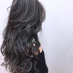 グレージュ シルバー デート ハイライト ヘアスタイルや髪型の写真・画像