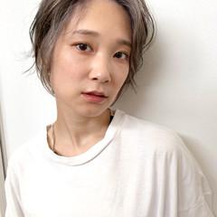 ハイライト ショートヘア ホワイトグレージュ ホワイトハイライト ヘアスタイルや髪型の写真・画像