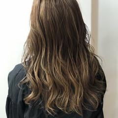 ロング ロングヘア 大人ハイライト ベージュ ヘアスタイルや髪型の写真・画像