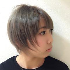 アッシュ ショート ダブルカラー 小顔 ヘアスタイルや髪型の写真・画像