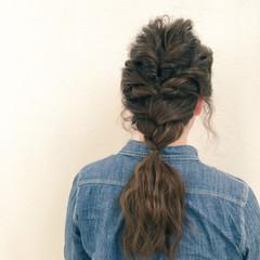 ヘアアレンジ セミロング くるりんぱ 波ウェーブ ヘアスタイルや髪型の写真・画像