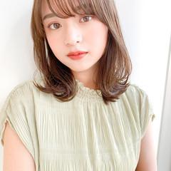 鎖骨ミディアム 小顔ヘア インナーカラー レイヤーカット ヘアスタイルや髪型の写真・画像