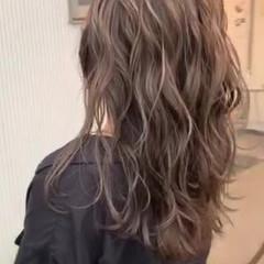 ホワイトハイライト コントラストハイライト ミディアム バレイヤージュ ヘアスタイルや髪型の写真・画像