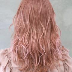 ピンク ダブルカラー ペールピンク ナチュラル ヘアスタイルや髪型の写真・画像