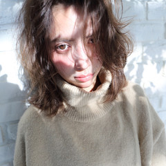 アッシュ ゆるふわ ガーリー ミディアム ヘアスタイルや髪型の写真・画像