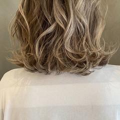 ミディアム ダブルカラー ミルクティーアッシュ ミルクティーグレージュ ヘアスタイルや髪型の写真・画像