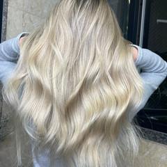 透明感カラー モード ミディアムレイヤー ハイトーンカラー ヘアスタイルや髪型の写真・画像