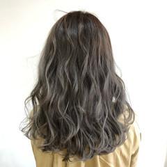 フェミニン グレー 外国人風カラー セミロング ヘアスタイルや髪型の写真・画像