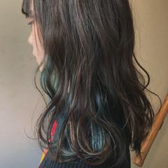 外国人風 インナーカラー ゆるふわ ウェーブ ヘアスタイルや髪型の写真・画像